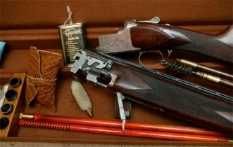 Shotgun servicing. Cleaning kit.